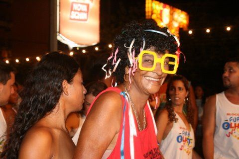 O riso estampado no rosto de quem entende qual o espírito do carnaval