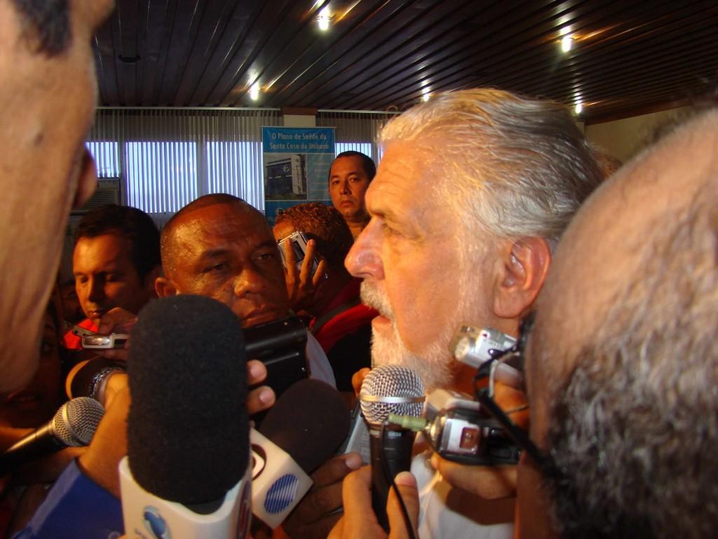 Wagner se mostra receptivo a apoio de Azevedo em 2010.