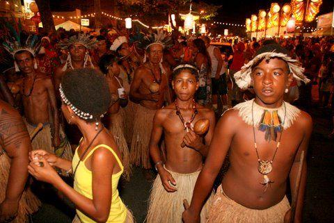 Os tupinambás provaram que carnaval de Ilhéus também é programa de índio...